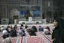 Des fidèles écoutent un clerc au mausolée de Reza, le 25avril, à Machhad, en Iran.