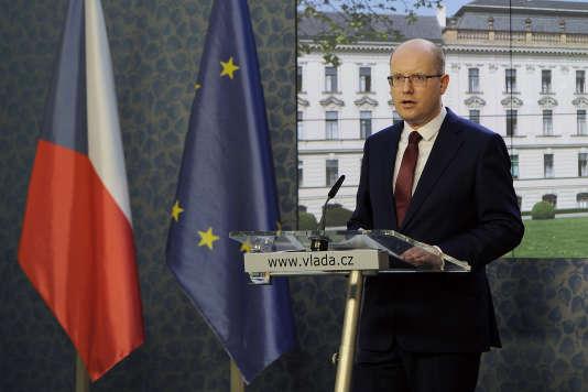 « Je ne présenterai pas la démission. Je proposerai prochainement au président de la République de révoquer le ministre des finances », a déclaré devant la presse le premier ministre tchèque, Bohuslav Sobotka, le 5 mai 2017.