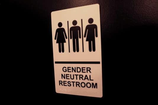Certains élèves souhaitent que des toilettes nongenrées soient installées.