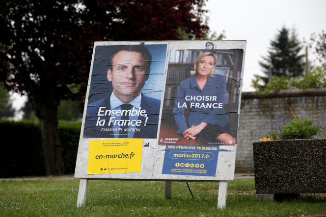 Des affiches de campagne pour le second tour de la présidentielle à Sorrus, dans le Pas-de-Calais.