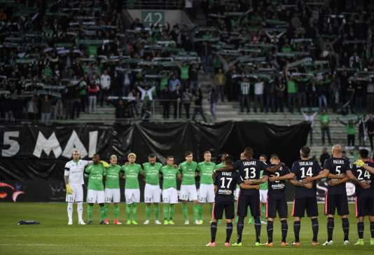 Les équipes de Saint-Etienne et Bordeaux avant la rencontre de la 36e journée de Ligue 1 à Geoffroy-Guichard, le 5 mai.