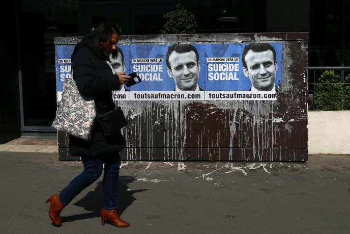 De nombreuses rumeurs ont ciblé Emmanuel Macron sur les réseaux sociaux. Son équipe a fait de leur détection une composante à part entière de sa stratégie.
