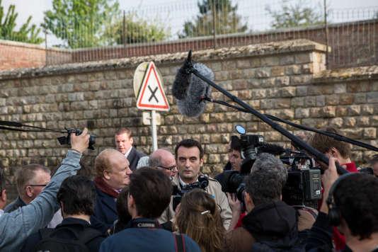 Florian Philippot, lors d'un déplacement de campagne de Marine Le Pen à Ennemain (Somme), le 4 mai.