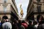 Jean Marie Le Pen devant la statue de Jeanne d'Arc à Paris le 1er mai.