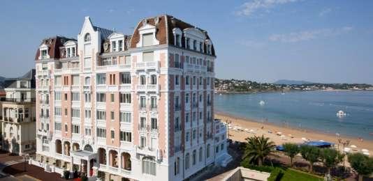 Face à un océan à 20°C, le Grand Hôtel est idéal pour une thalasso de printemps.