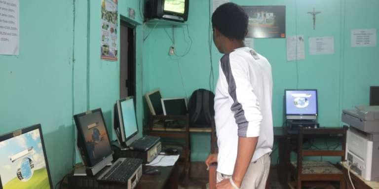Privé d'internet pendant trois mois, le cybercafé Dencav, àMutengene (Sud-Ouest), a perdu plus de 500000francs CFA (plus de 760euros).