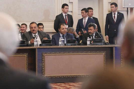 Des membres de la délégation représentant les rebelles syriens, lors des pourparlers d' Astana, le 4 mai.