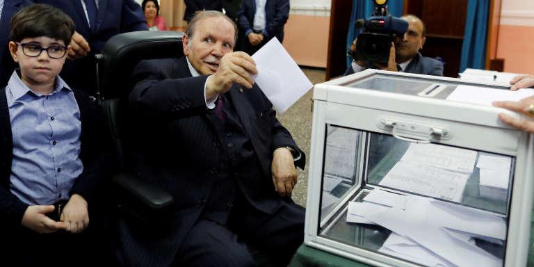 Le président algérien Abdelaziz Bouteflika lors de son vote à Alger le 4 mai.