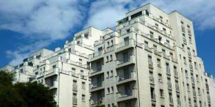 «Les associations comme « Que choisir » ou « 60 millions de consommateurs » ont dénoncé des immatriculations facturées plus de 600 euros et parfois jusqu'à 1 000 euros.«