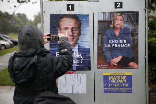 Second tour de l'élection présidentielle 2017. Bureau de vote dans l'Hôtel de Ville du Touquet, dimanche 7 mai 2017.