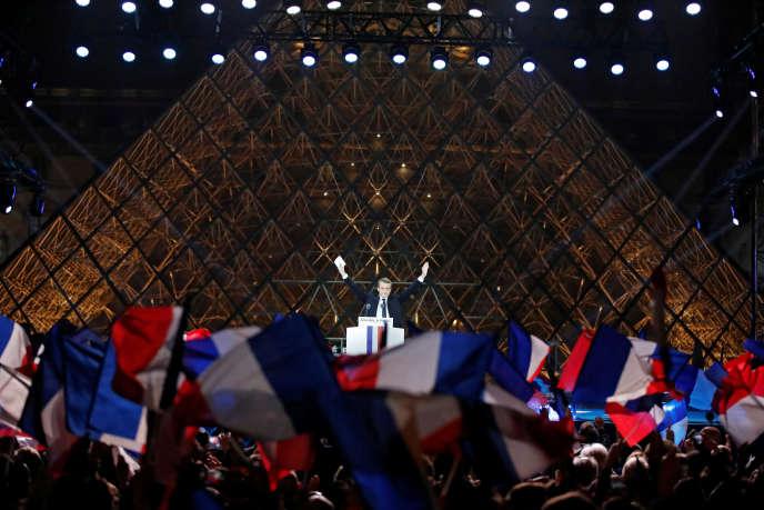 «Les conspirationnistes ou les intellectuels comme Michel Onfray ont du mal à comprendre qu'il y a du hasard et qu'il y a beaucoup de choses non coordonnées dans le monde» (Photo: Emmanuel Macron le soir de son élection au Carrousel du Louvre à Paris le 7 mai).