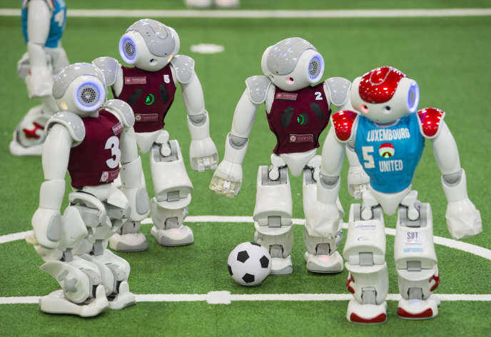 «Au total, en Europe, les auteurs estiment que ce sont 60 millions d'employés qui sont « robotisables » dans les cinq plus grandes économies du vieux continent» (Photo: robots italiens et luxembourgeois, RoboCupGermanOpen, Magdebourg, le 7 mai).