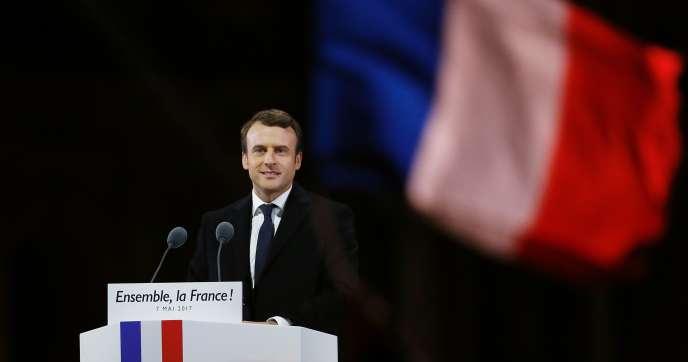 Emmanuel Macron lors de son discours de victoire devant la pyramide du Louvre, le 7 mai.