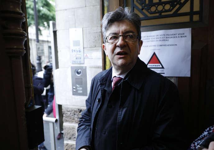 Dès dimanche soir, Jean-Luc Mélenchon avait lancé un appel aux électeurs de La France insoumise à se « fédérer » pour les législatives afin de s'opposer à Emmanuel Macron.