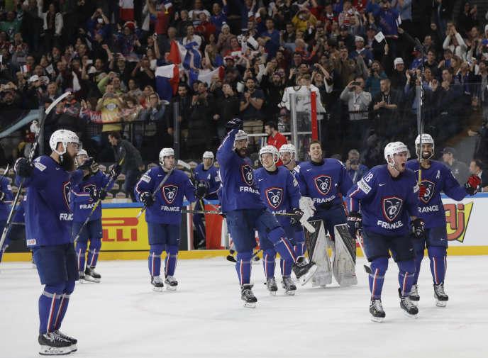 La joie des hockeyeurs français après leur victoire face à la Finlande.