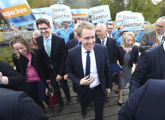 Le conservateur Daniel Günther, le 7 mai, après sa victoire à l'élection régionaledans le Schleswig-Holstein (Allemagne).