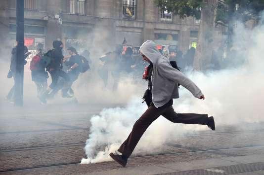 Manifestation à Nantes, dimanche soir 7 mai, après l'annonce des résultats du second tour de la présidentielle.