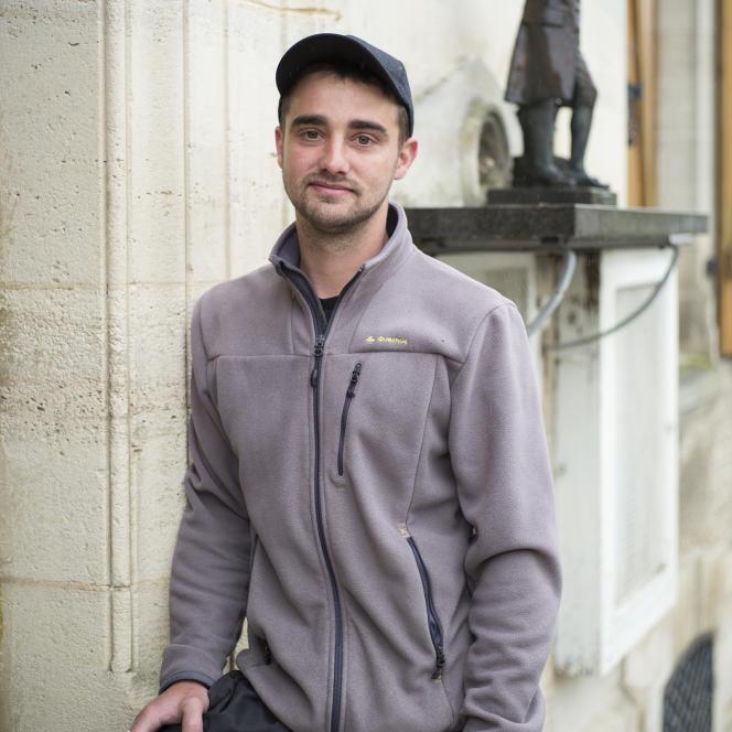 Anthony Closset, électeur frontiste, au bureau de vote de Brachay lors du second tour de l'élection présidentielle.