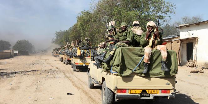 Soldats tchadiens partant en patrouille en février 2015.