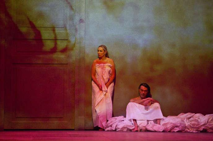 Emmanuelle Béart et Laurent Sauvage dans«Erich von Stroheim», de Christophe Pellet, mise en scène de Stanislas Nordey.