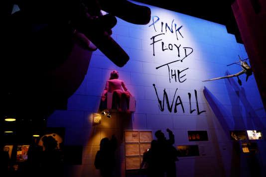 Vue de l'exposition « The Pink Floyd Exhibition: Their Mortal Remains » au Victoria & Albert Museum à Londres, le 9 mai.