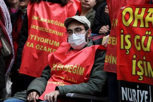 L'enseignant Semih Özakça, en grève de la faim, le 9 mai à Ankara.