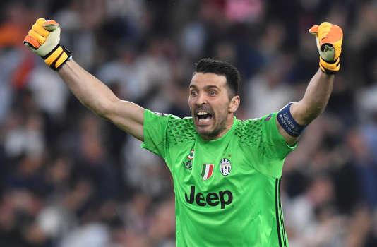 Gianluigi Buffon célèbre la qualification de la Juventus en finale de la Ligue des champions.