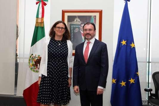 La commissaire européenne Cecilia Malmström et le ministre des affaires étrangères mexicain, Luis Videgaray Caso, à Mexico, le 9 mai.