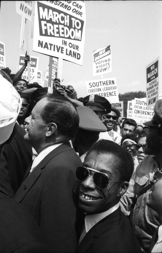 Joseph Mankiewicz et James Baldwin, pendant la marche pour les droits civiques à Washington,le 28 août 1963.