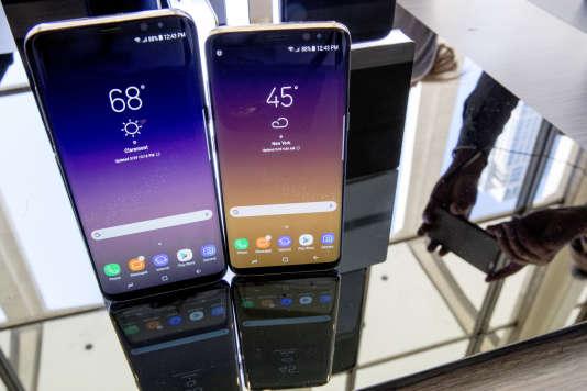 Le Samsung Galaxy S8, à droite, et le S8 Plus lors de leur présentation à New York, le29mars.