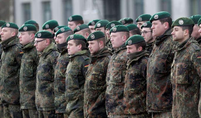 Des soldats allemands participent à une cérémonie en Lituanie, le 7 février 2017.