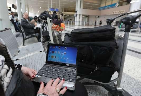 Invoquant un risque d'attentats « terroristes », les autorités américaines ont annoncé, le 21 mars, l'interdiction en cabine des ordinateurs portables et autres tablettes sur les vols de neuf compagnies aériennes en provenance de huit pays du Moyen-Orient vers les Etats-Unis.