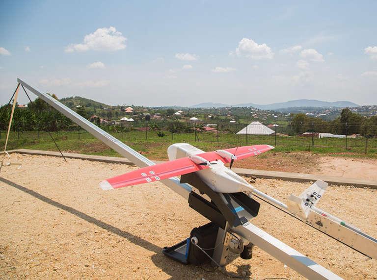 Un drone Zipline sur la base de lancement de Muhanga,province du sud du Rwanda.