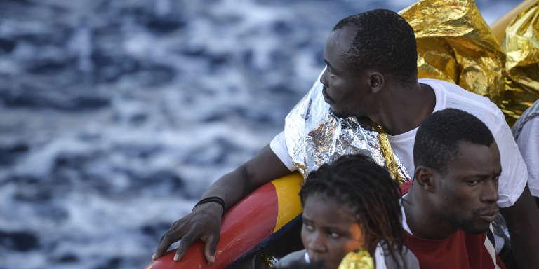 Sur un bateau, au large des côtes libyennes secouru par la Croix-Rouge internationale en novembre 2016.