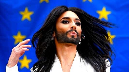 Conchita Wurst a remporté le concours de l'Eurovision pour l'Autriche, en 2014, avec la chanson «Rise Like a Phoenix».