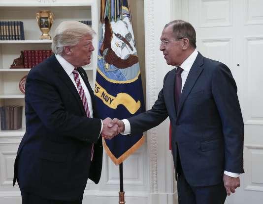 Le président Donald Trump et le ministre des affaires étrangères russe Sergueï Lavrov à la Maison Blanche le 10 mai.