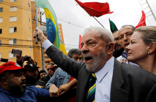 L'ancien président brésilienLuiz Inacio Lula da Silva, à son arrivée au tribunal, àCuritiba, le 10 mai.