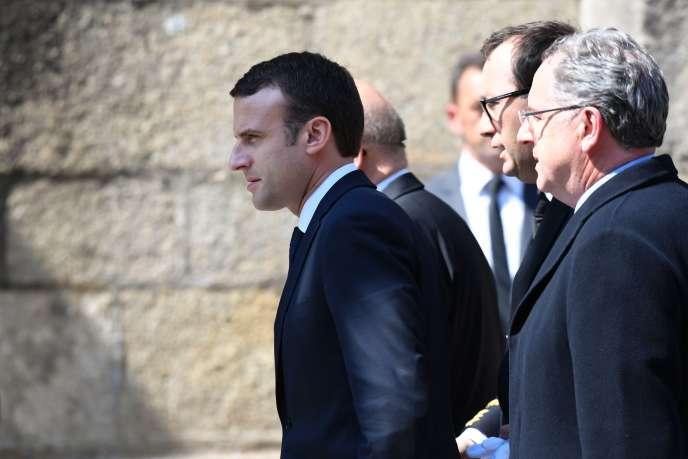 Emmanuel Macron aux obsèques de Corinne Erhel à Lannion le 10 mai.