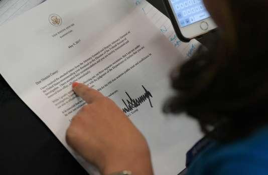 Une copie de la lettre adressée à James Comey lui annonçant son renvoi.