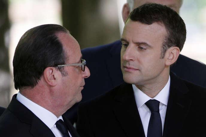 Francois Hollande et Emmanuel Macron, à Paris, le 10 mai 2017.