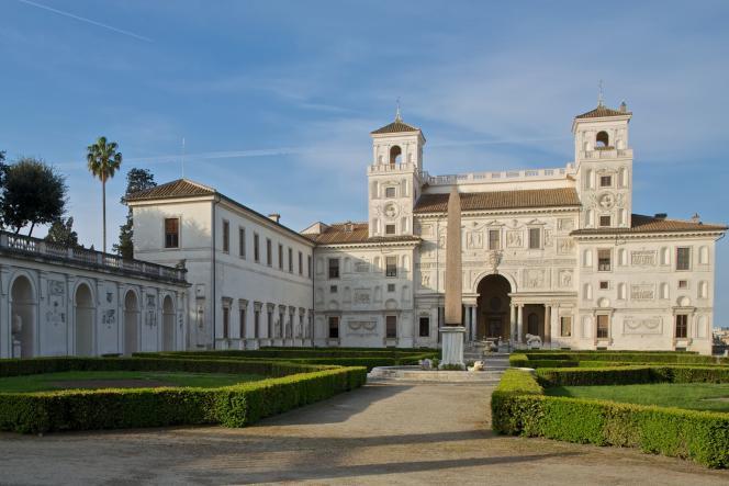 La Villa Médicis accueille des artistes français en résidence à Rome.
