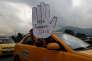 «Les nouvelles technologies sont en train de modifier notre façon de travailler, elles bouleversent les nombreuses règles sur lesquelles nous avons fondé notre société ces cent cinquante dernières années». (Photo : des chauffeurs de taxi protestent contre les pratiques commerciales d'Uber, à Bogota (Colombie), le mercredi 10mai).