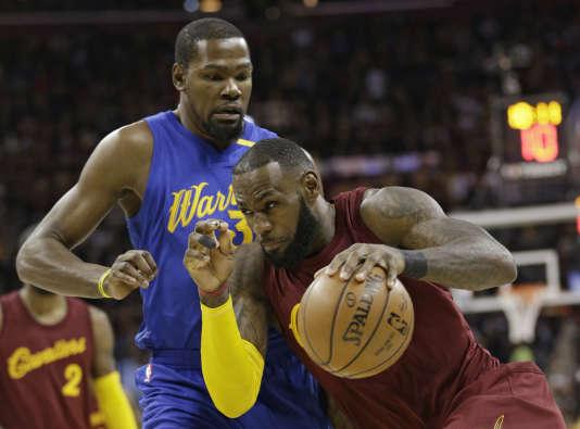 LeBron James face à Kevin Durant.