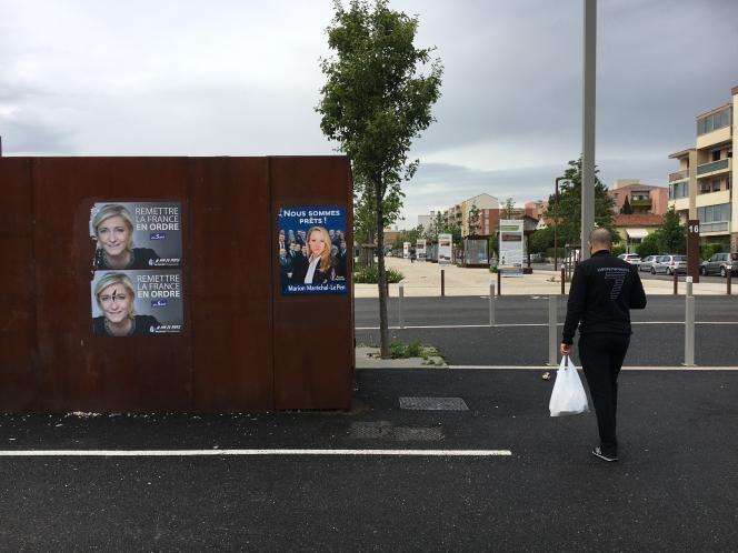 Près de la gare de Carpentras, le 10 mai, au lendemain de l'annonce de Marion Maréchal-Le Pen de se retirer de la vie politique.