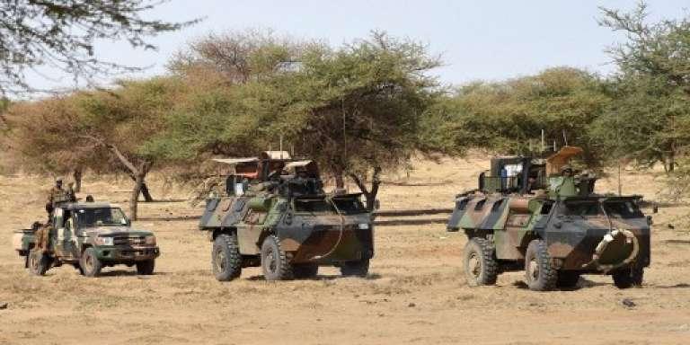 Une patrouille de l'opération « Barkhane» à Timbamogoye, dans le nord du Mali, en mars 2016.