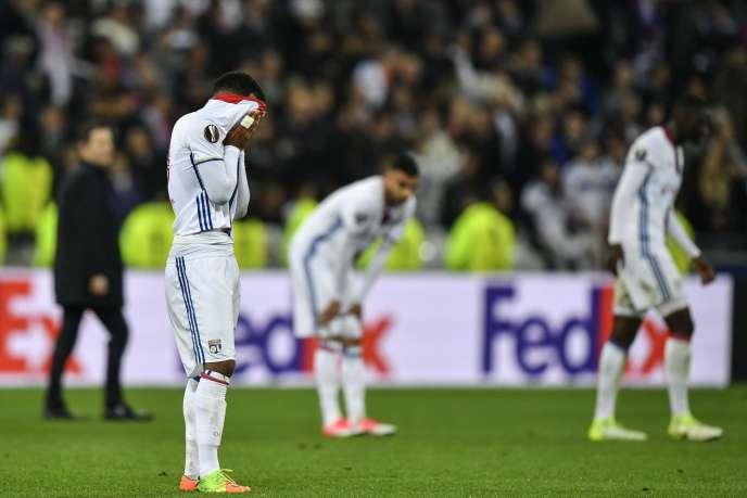 Lyon est éliminé en demi-finales de Ligue Europa : Lacazette ne veut pas voir ça.