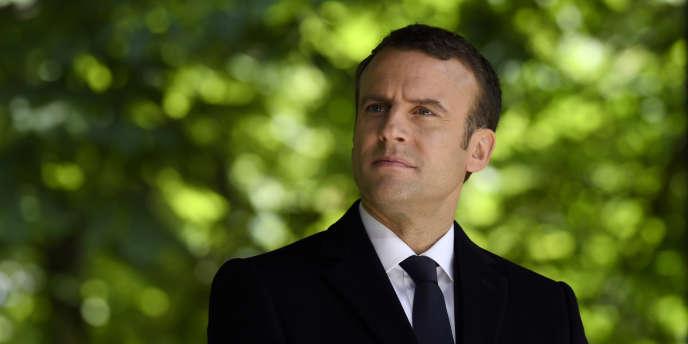 Emmanuel Macron dans les jardins du Luxembourg, à Paris.