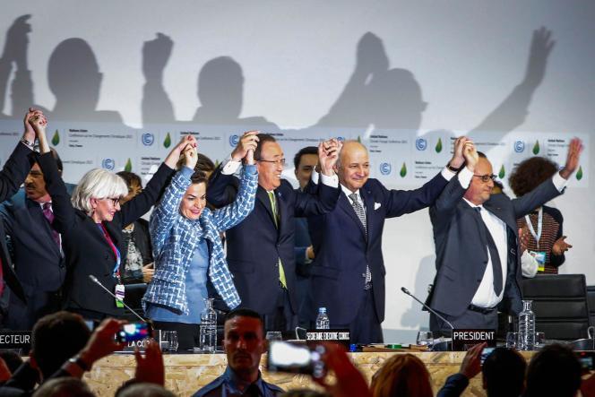 Après l'adoption de l'accord sur le climat, le 12 décembre au Bourget.