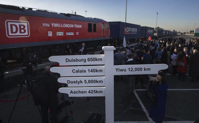 Un premier train de marchandises venant directement de Chine arrive à Londres, le 18 janvier 2017.