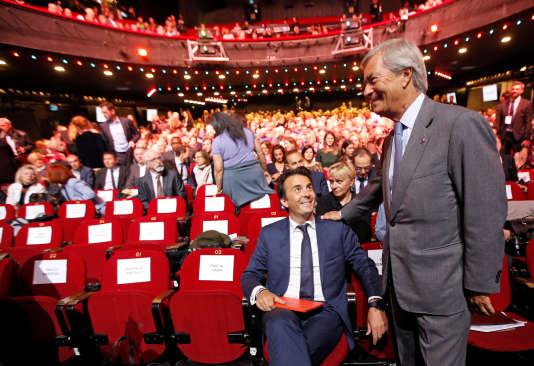 Vincent Bolloré, président du groupe Vivendi, en compagnie de son fils Yannick, PDG du groupe Havas, à Paris le 25 avril.